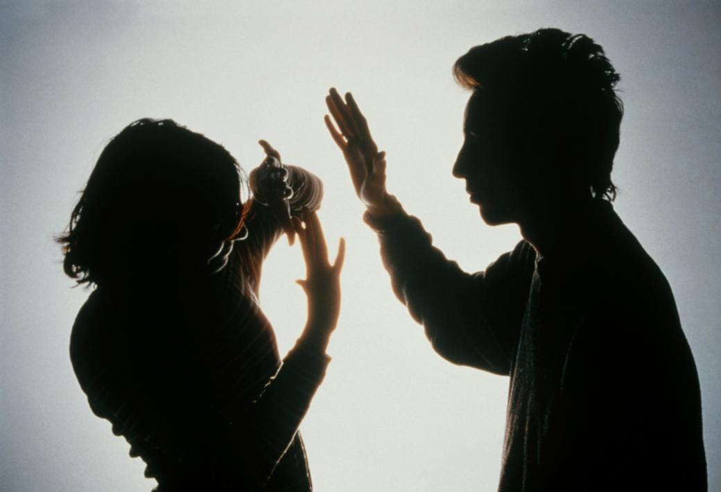 Násilník napadl a okradl bývalou partnerku. Skončil ve vazbě