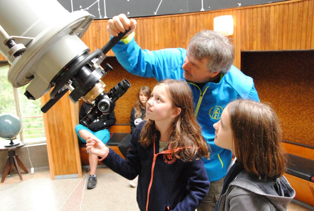 Mladí astronomové si užívají letní putování vesmírem