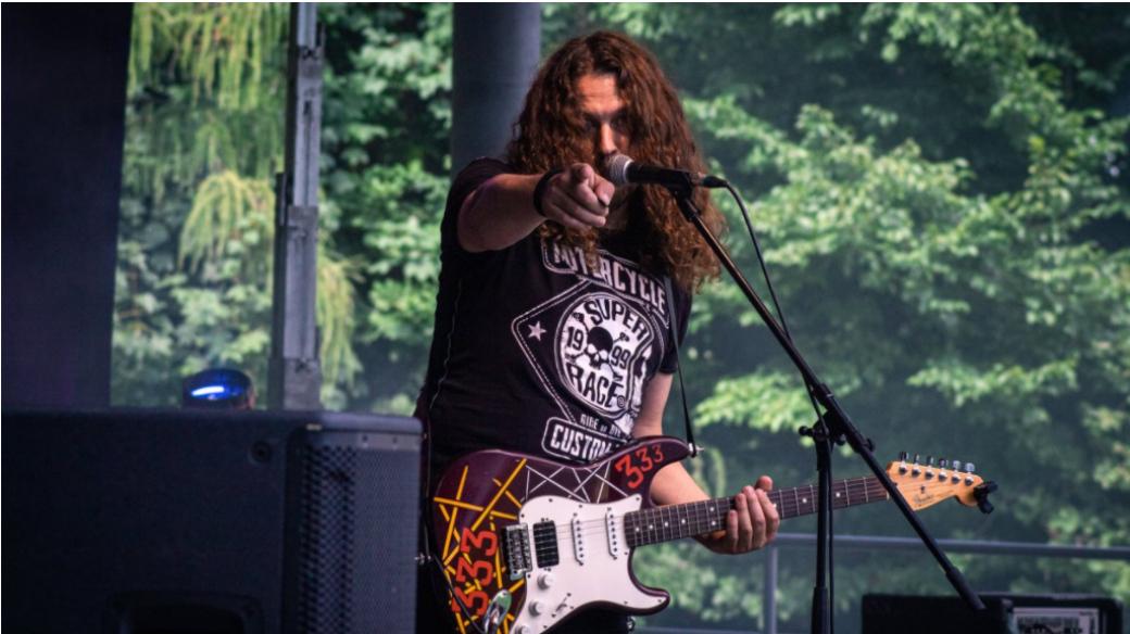 Koncert dvou rockových kapel v Rožnově: Marian 333 Tour, Stopa