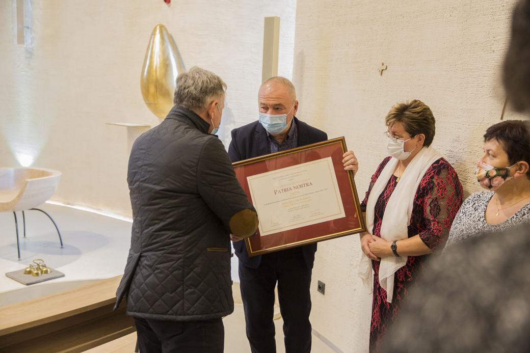 Hejtman Čunek předal Sazovickým Cenu PATRIA NOSTRA za kostel sv. Václava