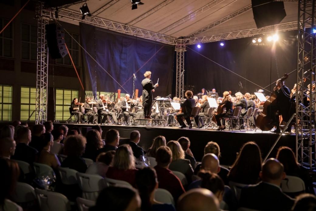Zlínský kraj poděkoval koncertem zdravotníkům zlínské nemocnice za skvělou práci během pandemie onemocnění covid-19