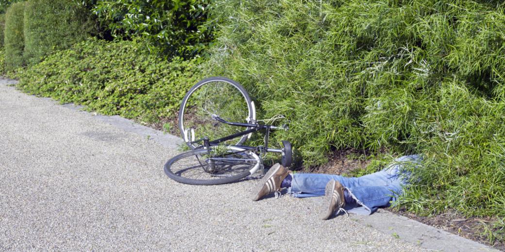 Podnapilý cyklista havaroval, vulgarismy nešetřil. Hrozí mu padesátitisícová pokuta