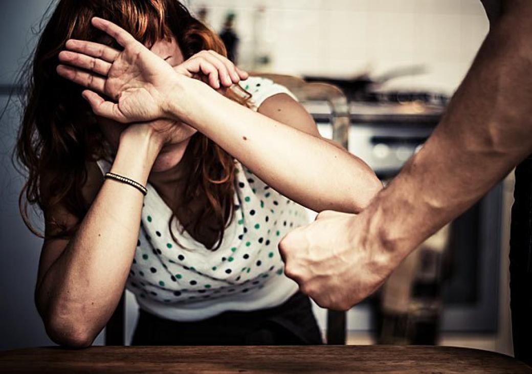 Pod vlivem drog surově zbil přítelkyni. Skončil ve vazbě