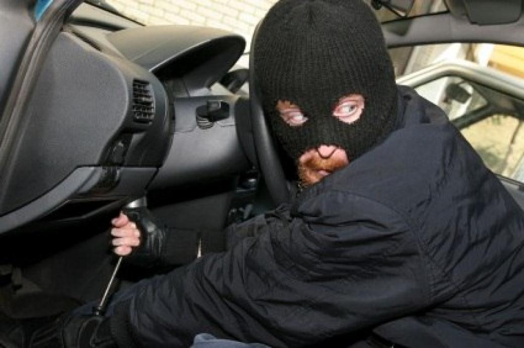 Kriminalisté dopadli zloděje, který kradl Škody Fabie. Hrozí mu pětiletý pobyt ve vězení