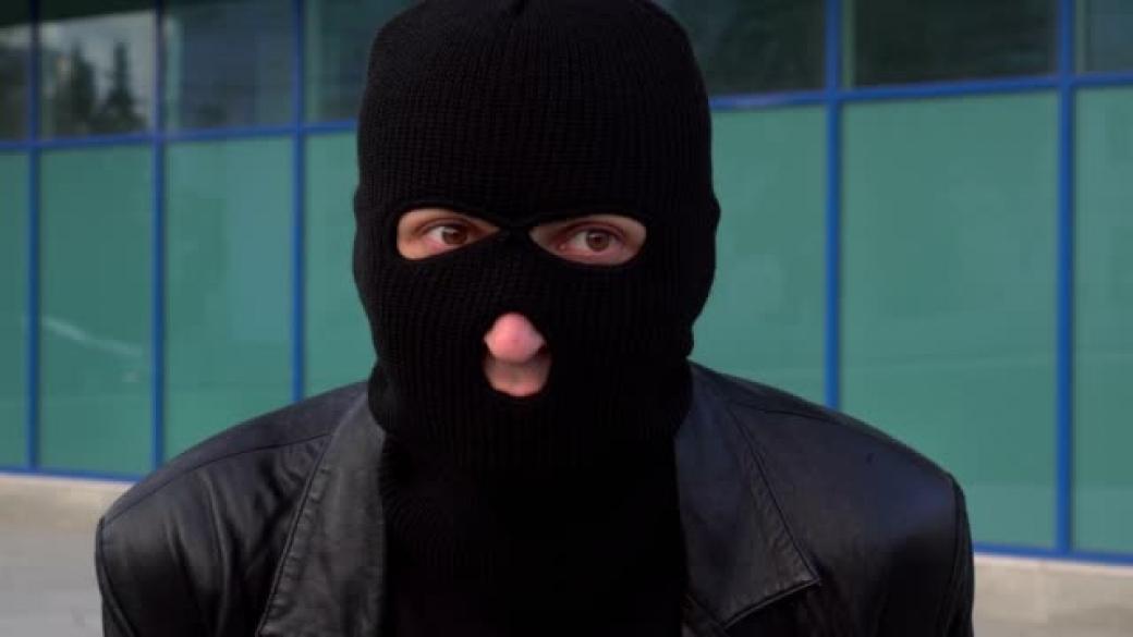 Cizinci brutálně napadli pracovnici směnárny. Ukradli téměř 3 miliony!