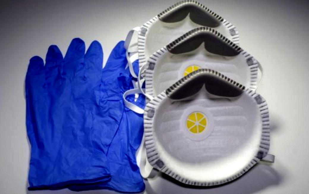 Kdo ukradl respirátory a rukavice? Škoda je bezmála dva miliony korun
