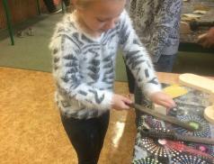 Dřevohrátky na Žerotínce děti baví