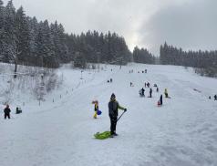 Do Velkých Karlovic se sjíždějí běžkaři, skialpinisté i sáňkaři
