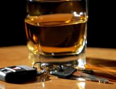 Opilý a pod vlivem drog ujížděl policejní hlídce. Hrozí mu až tříleté vězení