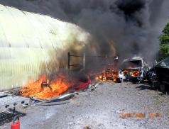 Požár haly v Krhové likvidovalo šest jednotek hasičů