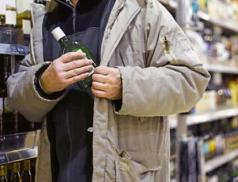Recidivista ukradl 25 lahví alkoholu