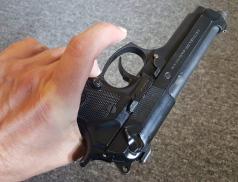 Pokus o vraždu na Vsetínsku. Útočník vystřelil na oběť přes okno