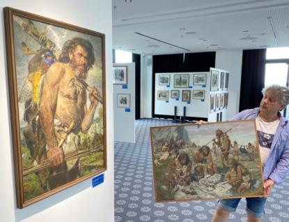 Výstava Zdeňka Buriana na Obchodňáku láme rekordy. Chystají se večerní prohlídky