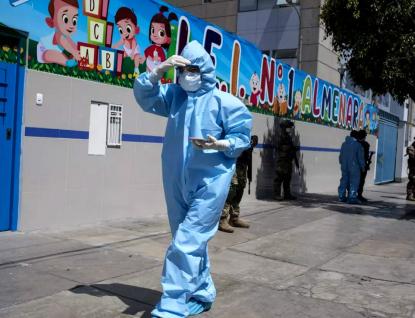 Koronavirus se bude vracet jako sezónní nemoc, varují Číňané