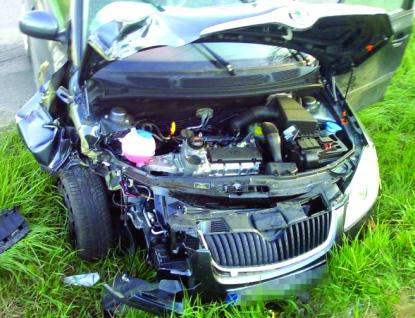 Střet s kamionem stál řidiče Fabie život