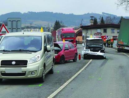 Nehoda pěti aut u Jablůnky, tři lehce zranění