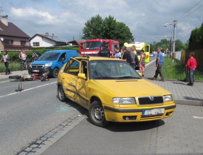 Těžká havárie v Poličné. Pro těžce raněného motorkáře letěl vrtulník