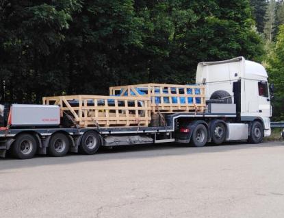 Z kamionu zmizely hliníkové nájezdy