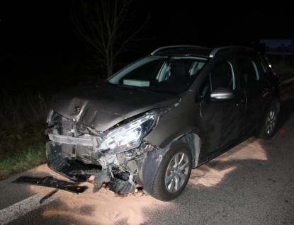 Střet dvou osobních aut si vyžádal dvě zranění