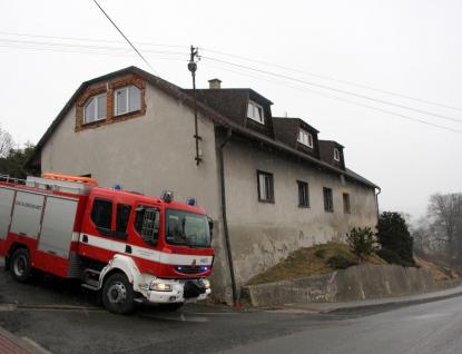 Při likvidaci požáru nalezli hasiči mrtvého muže