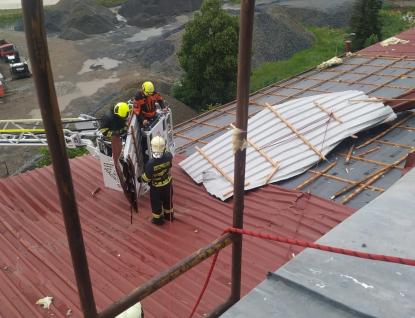 Hasiče zaměstnal rozsáhlý požár lesa v Rožnově