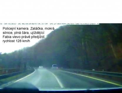 Automobilová honička s policií skončila karambolem v Rožnově