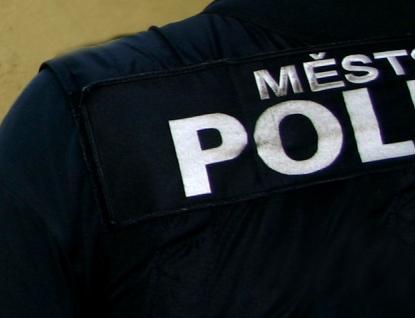 Městská policie rozdala první pokuty lidem bez roušek