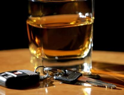 Řídili a bourali pod vlivem alkoholu