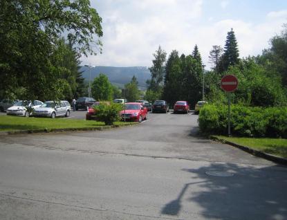 Parkování u nemocnice ve Valašském Meziříčí budou řídit závory