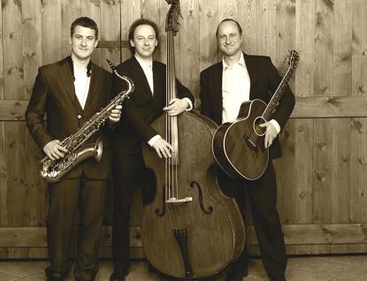 Lam Trio v hudebním altánku v parku