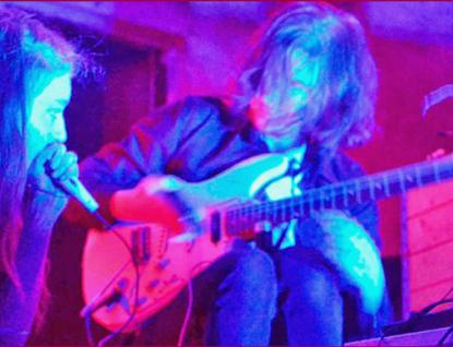 Večer avantgardní hudby a hluku: Mooncup Acciden, Säkkikangas a Naše ano