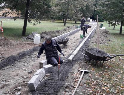 Rožnov za více než milion korun opraví další chodníky v parku
