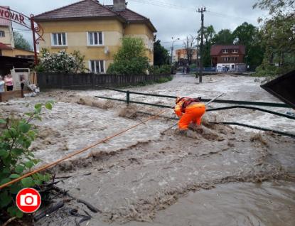 Dobrovolní i profesionální hasiči odstraňovali následky prudkého deště ve Zlínském kraji