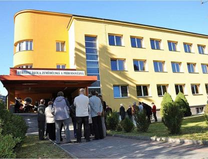 Kraj opraví střechy dvou budov na Střední škole zemědělské a přírodovědné v Rožnově