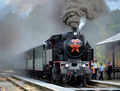 Rožnovské parní léto přináší novinkově Pohádkový i Zpívající vlak