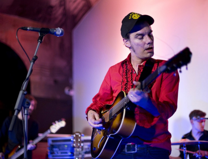 Charismatický britský písničkář James Harries zahraje ve Vsetíně