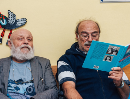 Herci Arnošt Goldflam a Pavel Nový četli dětským pacientům ve zlínské nemocnici
