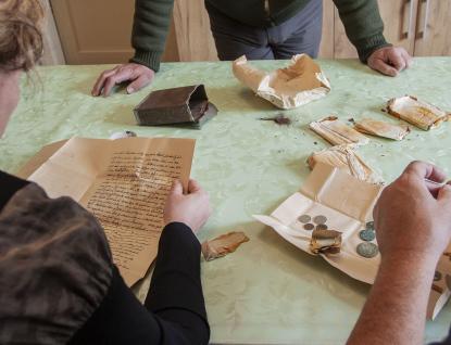 Při opravě kostela vHulíně našli řemeslníci krabičku scennými historickými archiváliemi