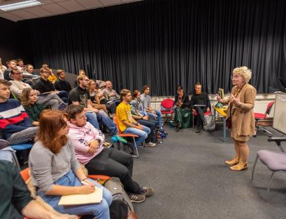 Guru scenáristů a dramaturgů Linda Aronson navštívila Zlín. Přijela školit mladé filmaře