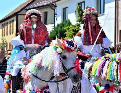 Kam za kulturou v kraji: Poslední květnový týden zpestří folklór i rytířská klání