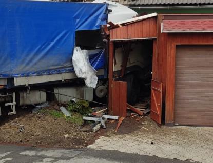 Hasiči vyjeli včera  celkem k osmi nehodám, na které měla vliv sněhová kalamita