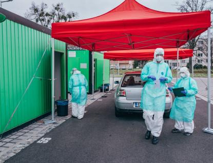 Odběry okýnkem auta zavedla i zlínská nemocnice, pacienta musí poslat epidemiolog nebo praktik