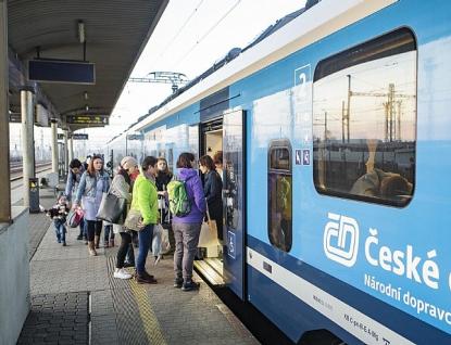 UPOZORNĚNÍ PRO CESTUJÍCÍ: Od včerejška, úterý 24. března, došlo kdalším omezením ve veřejné dopravě