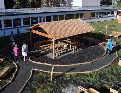 Opravené atrium na základní škole Masarykova už slouží dětem