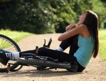 Opilá cyklistka způsobila dopravní nehodu