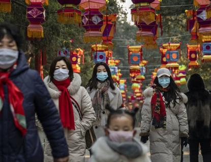 Počet mrtvých ve Wu-chanu? Úřady rozdávají tisíce uren a spekulace sílí