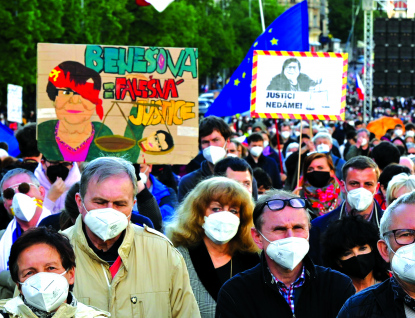 Milion chvilek dnes vyrazí na Pochod za spravedlivou vládu. Tisíce lidí se projdou pod okny Marie Benešové, kde jí nechají rezignační dopis