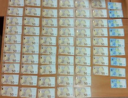 Kriminalisté odhalili zloděje 3082 eur během pár hodin. Peníze vzali senioři