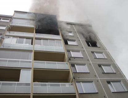 Na sídlišti Vyhlídka vyhořel byt. Nájemníky zachránila policejní hlídka