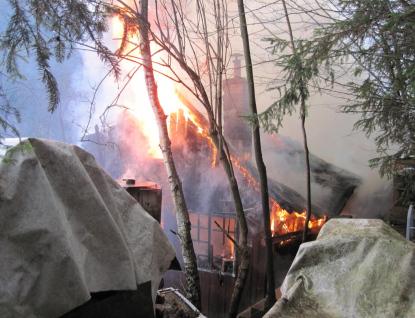 Oheň sežehl chataře. Vrtulník ho přepravil do Ostravy